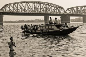 Crossing the Ganges under the Vivekananda Bridge.