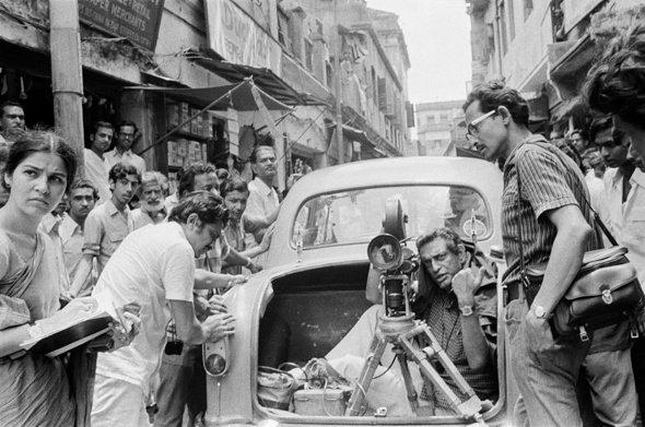 Satyajit w Suhasini Mulay shooting